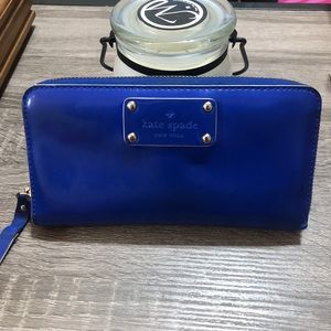 Kate Spade zippy zipper wallet